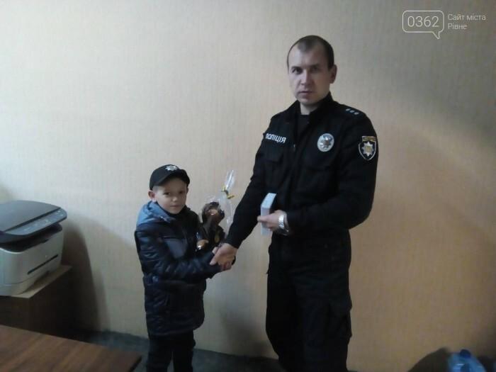 Переможцю конкурсу малюнків з Дубно вручили нагороду поліцейські охорони, фото-1