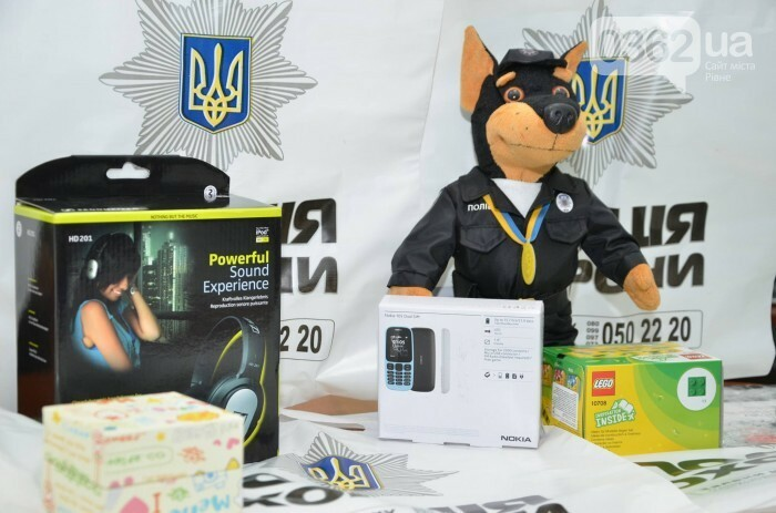 Переможцю конкурсу малюнків з Дубно вручили нагороду поліцейські охорони, фото-3
