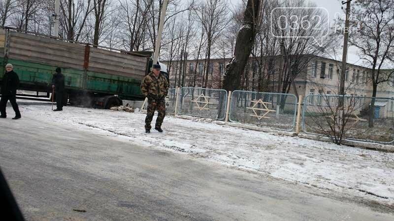 У Володимирці на Рівненщині фура в'їхала в паркан лікарні, фото-1