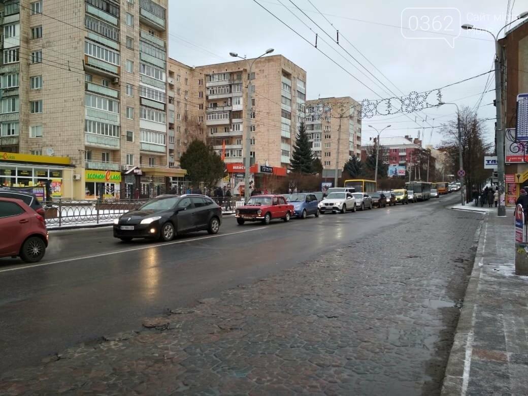У центрі Рівного аварія за участі двох маршруток (ФОТО), фото-2