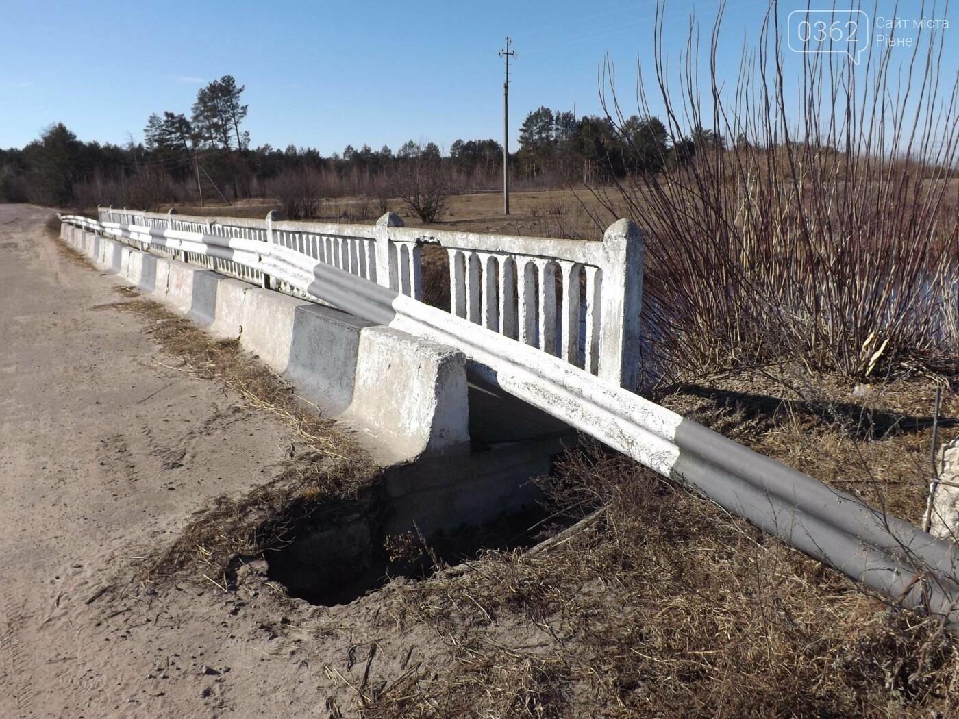 Поблизу мосту на Рівненщині – майже 80-сантиметрова у глибину яма (ФОТОФАКТ), фото-2