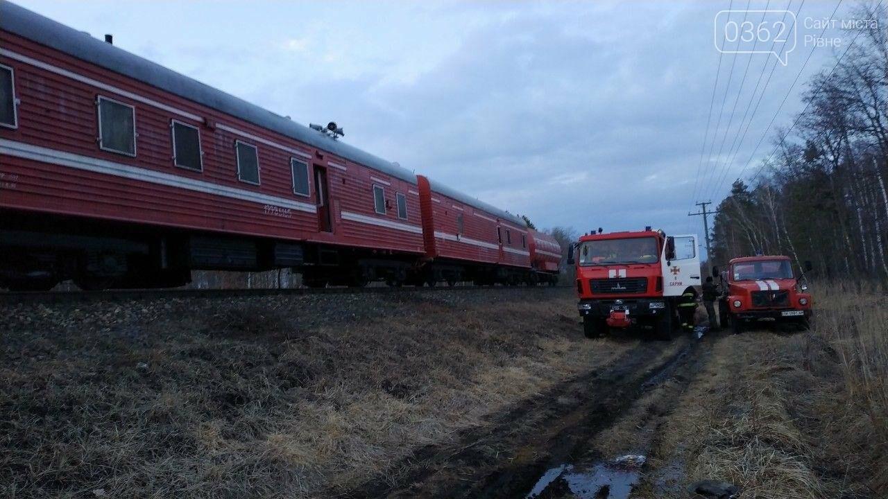 На Рівненщині з палаючого потяга евакуйовували пасажирів (ФОТО) , фото-3