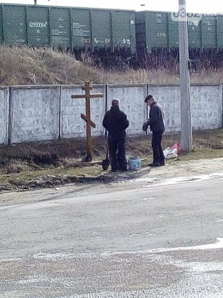 На Рівненщині «виріс» хрест попід залізничними коліями (ФОТОФАКТ), фото-2