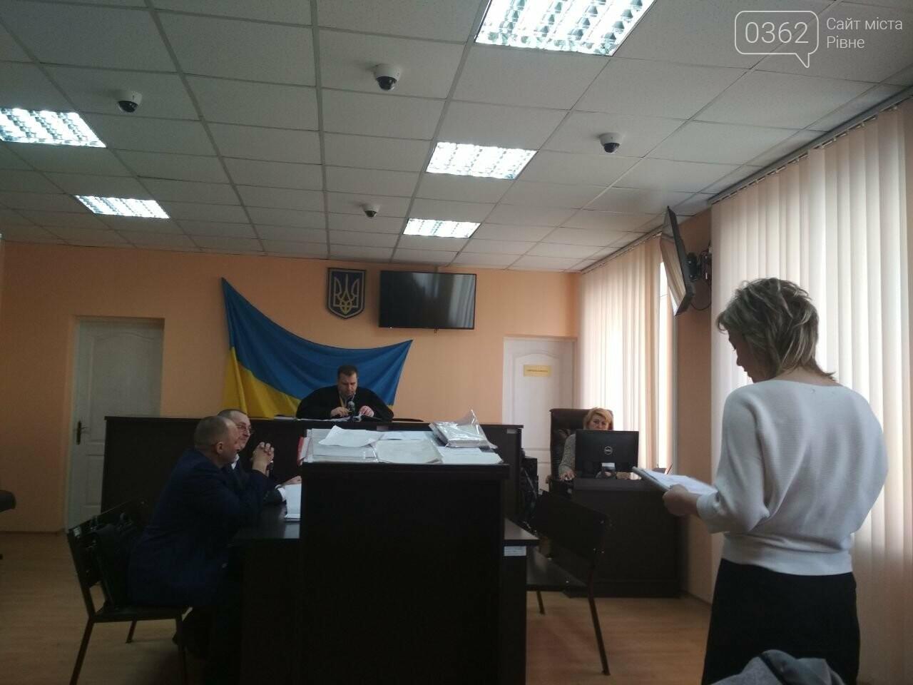 Триває суд, де вчитель зі Здолбунова заперечує, що карав учня за патріотичне вітання (ФОТО), фото-2