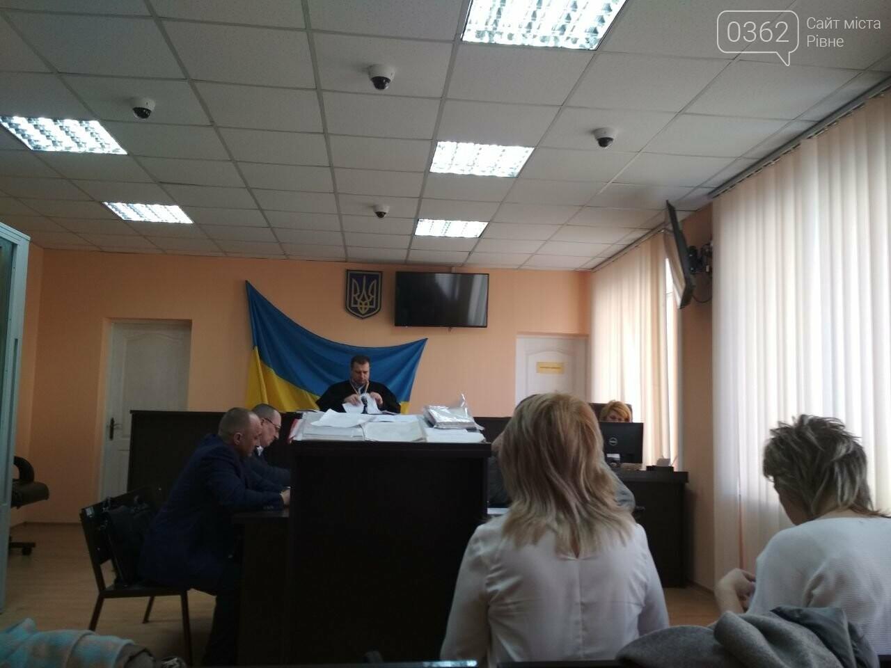 Триває суд, де вчитель зі Здолбунова заперечує, що карав учня за патріотичне вітання (ФОТО), фото-1