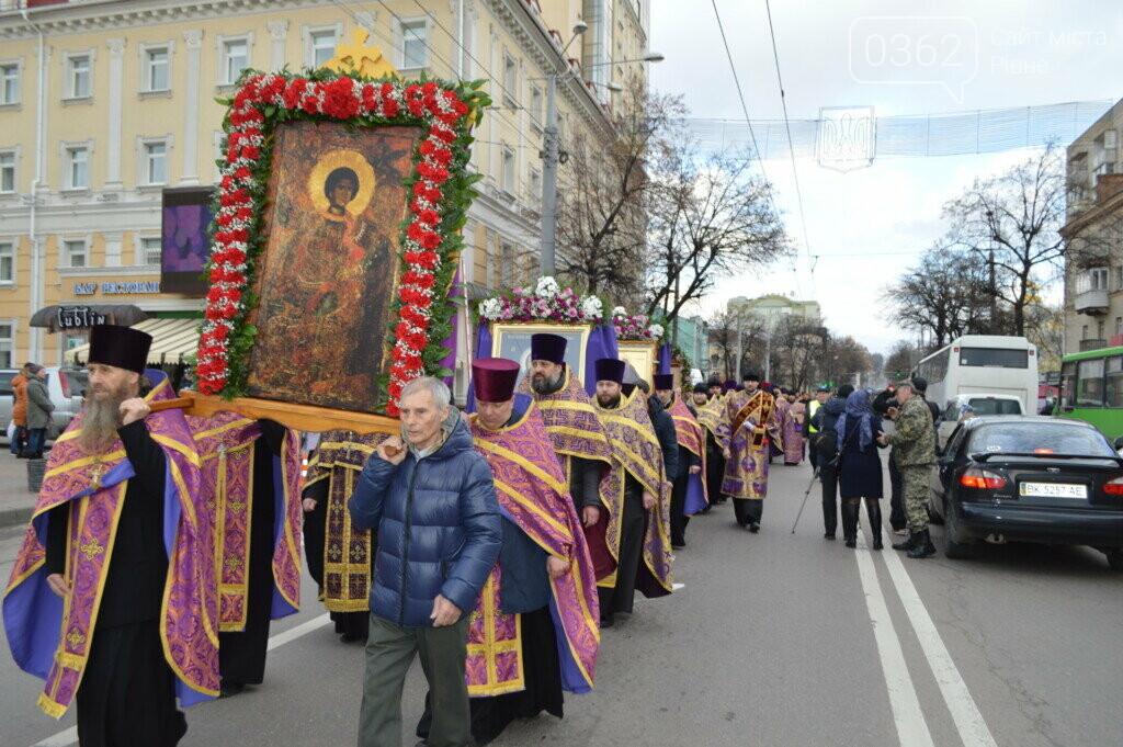 "Прихильники ""московської церкви"" пройшлися вулицями Рівного (ФОТО), фото-1"