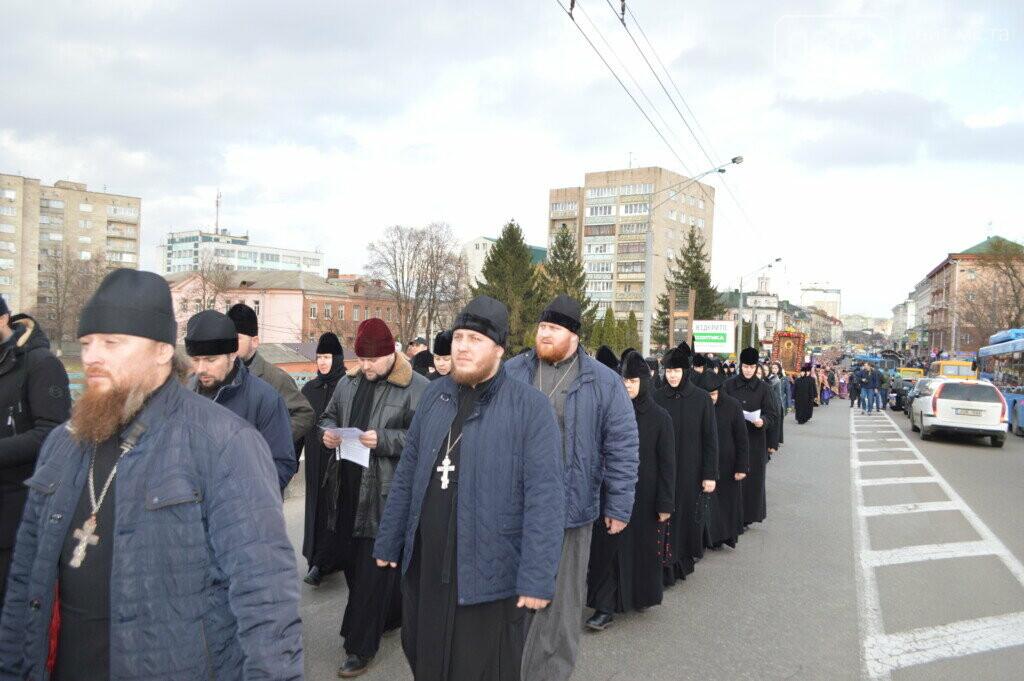 "Прихильники ""московської церкви"" пройшлися вулицями Рівного (ФОТО), фото-2"