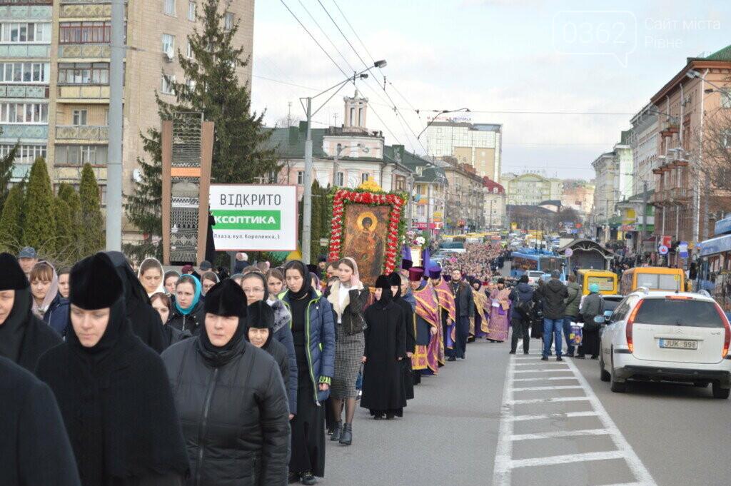 "Прихильники ""московської церкви"" пройшлися вулицями Рівного (ФОТО), фото-3"
