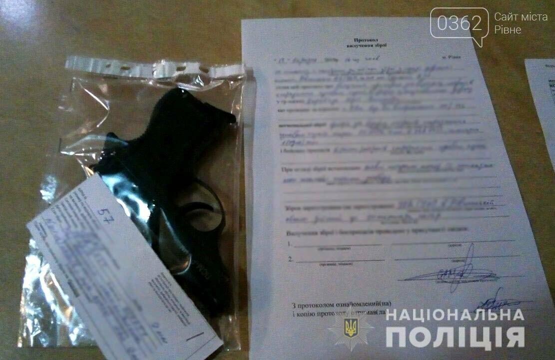 У Рівному під час візиту Петра Порошенка затримали двох чоловіків (ФОТО, ВІДЕО), фото-1