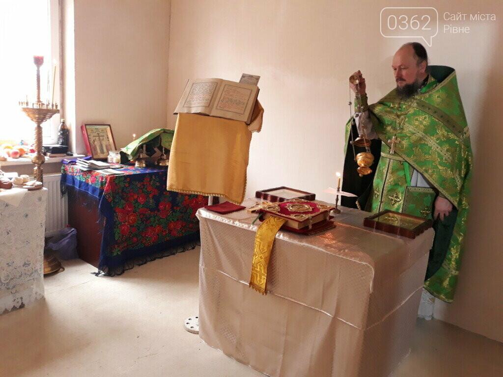 """Громади """"московської церкви"""" моляться по хатах і непристосованих приміщеннях, фото-2"""
