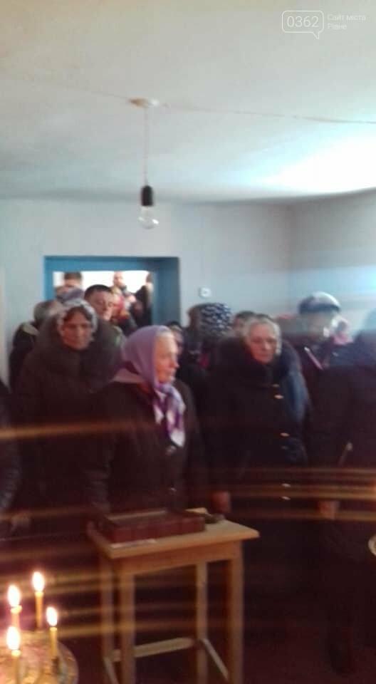"""Громади """"московської церкви"""" моляться по хатах і непристосованих приміщеннях, фото-1"""