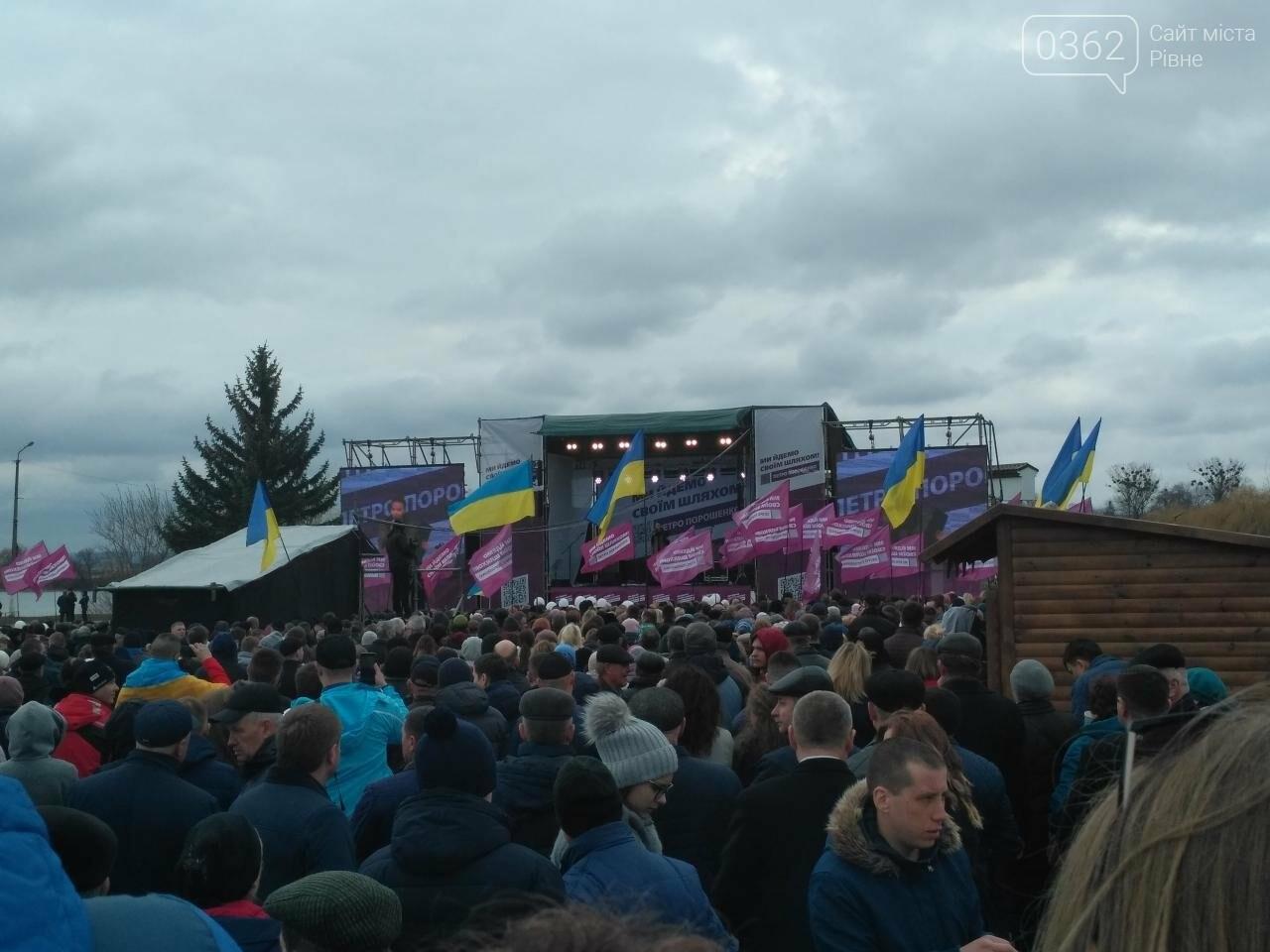 Візит Петра Порошенка на Рівненщину: концерт, підвіз людей та «списки учасників» , фото-1