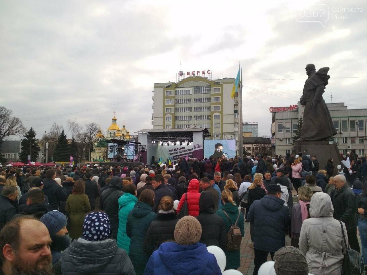 Візит Петра Порошенка на Рівненщину: концерт, підвіз людей та «списки учасників» , фото-2