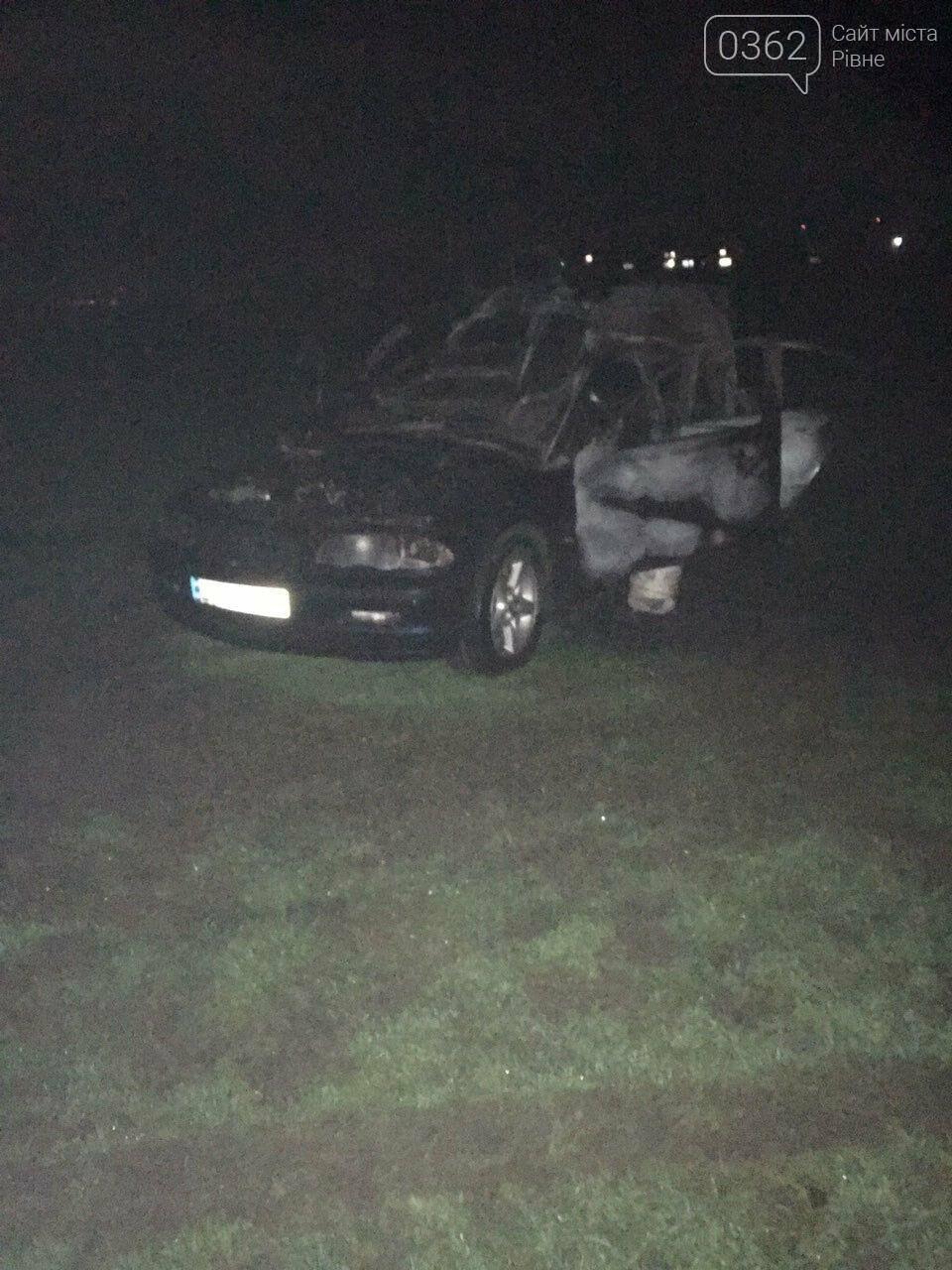 Водій BMW влаштував дрифт у Бармаках, авто загорілося (ФОТО, ВІДЕО), фото-1