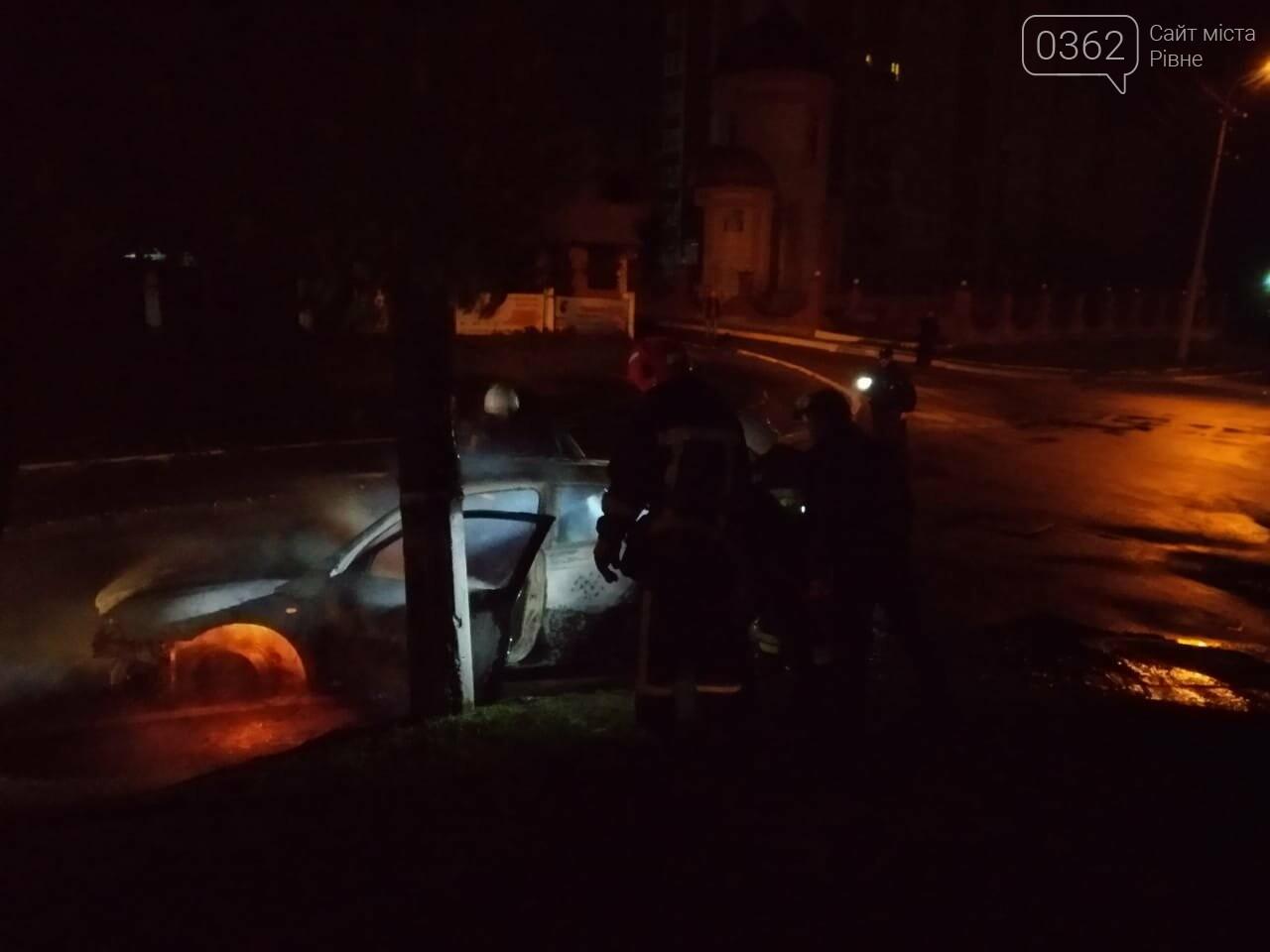 У Рівному згоріла автівка (ФОТО), фото-2