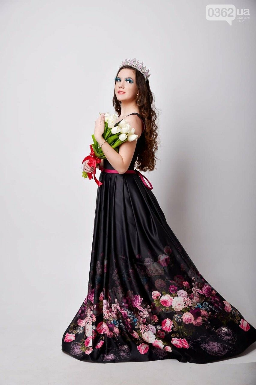 780cb58e042807 Тут ви можете знайти найрізноманітніші весільні та вечірні сукні, весільні  аксесуари і дрібнички. А для тих, хто мріє про річ унікального дизайну, ...