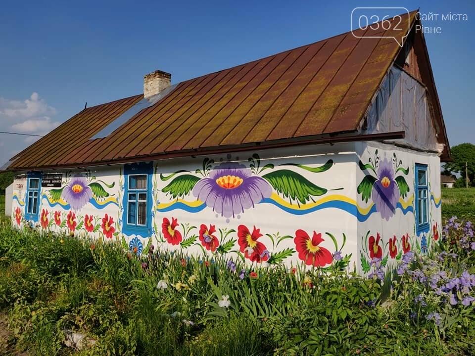 Переселенець з Донбасу прикрасив розписами будинок на Рівненщині (ФОТО), фото-2