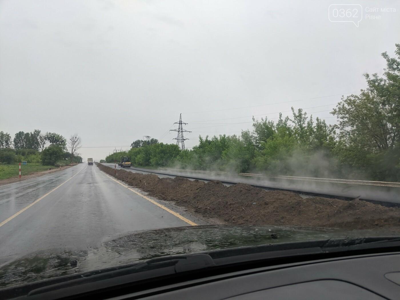 На Рівненщині в дощ ремонтували дороги (ФОТОФАКТ)  , фото-2