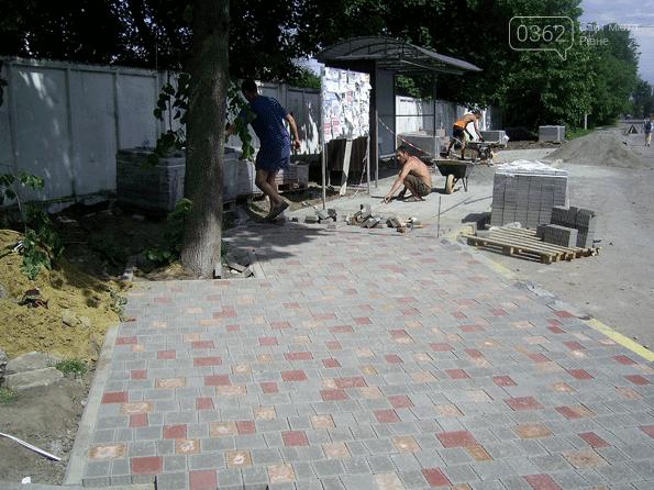У місті на Рівненщині встановили зупинку і облаштували пішохідну доріжку (ФОТО)  , фото-4