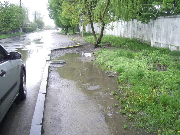 У місті на Рівненщині встановили зупинку і облаштували пішохідну доріжку (ФОТО)  , фото-1