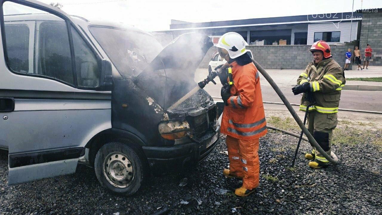 У  Сарнах загорівся Рено: автомобіль вдалося врятувати від повного знищення вогнем (ФОТО), фото-2