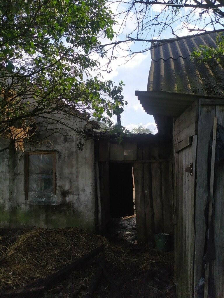 На Рівненщині рятувальники майже три години гасили будівлю (ФОТО), фото-1