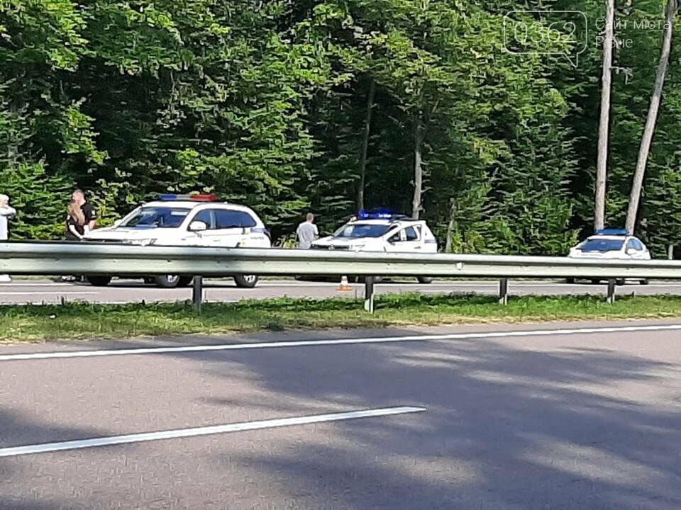 Унаслідок ДТП на Рівненщині загинув водій мікроавтобуса (ФОТО)  , фото-1