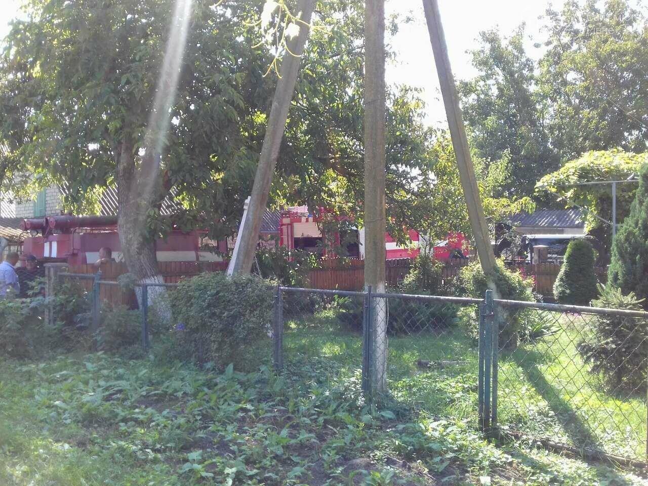 Ледь не згорів житловий будинок на Рівненщині (ФОТО)   , фото-1