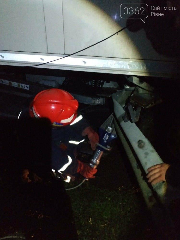 З'явилися фото аварії за участі вантажівки на Рівненщині (ФОТО)  , фото-1