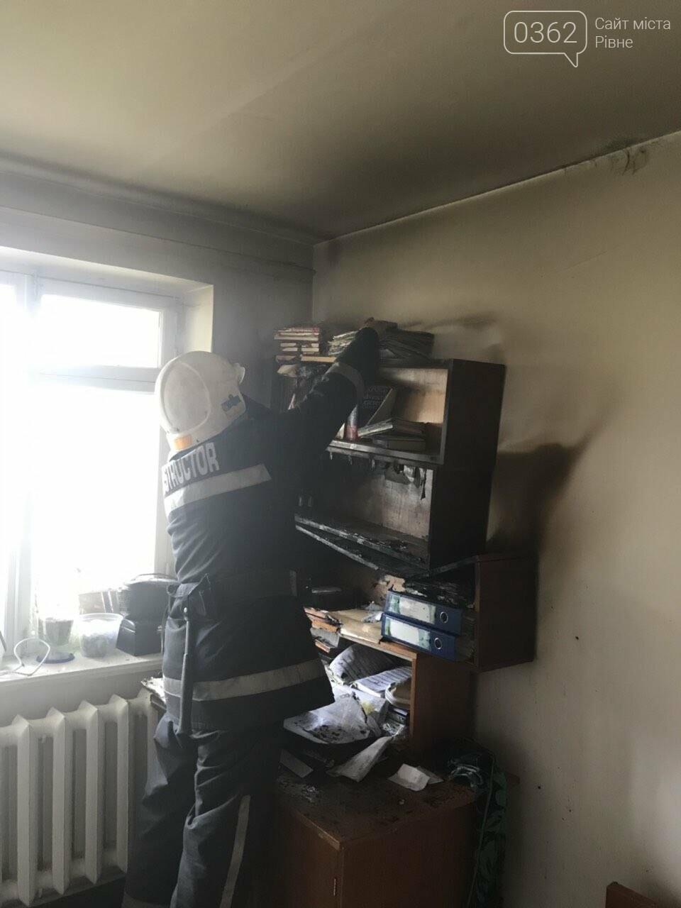 В Острозі в одній із квартир загорілась книжкова полиця (ФОТО), фото-1