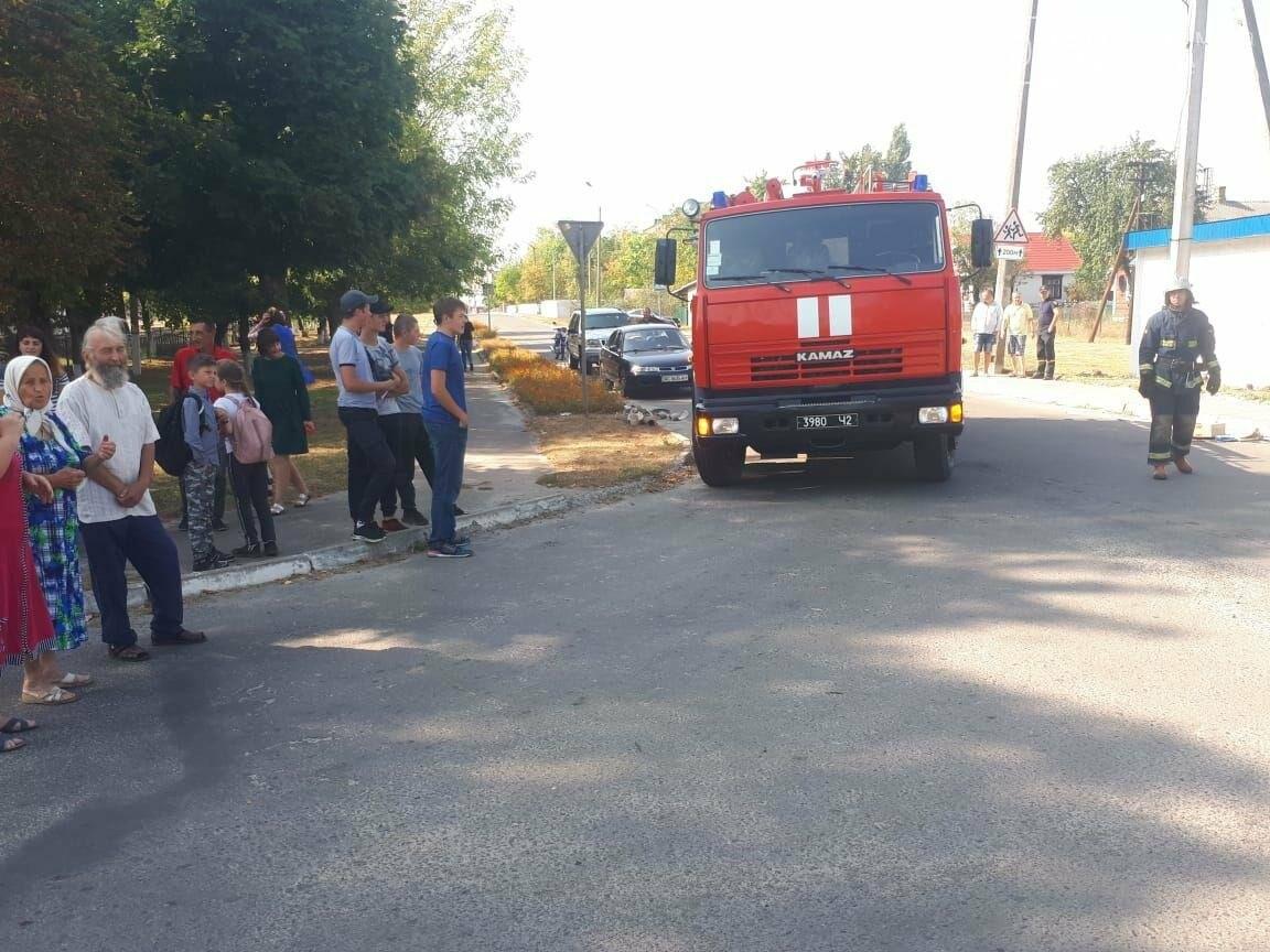 Автівка перекинулася на бік: на Рівненщині сталася ДТП (ФОТО)  , фото-1