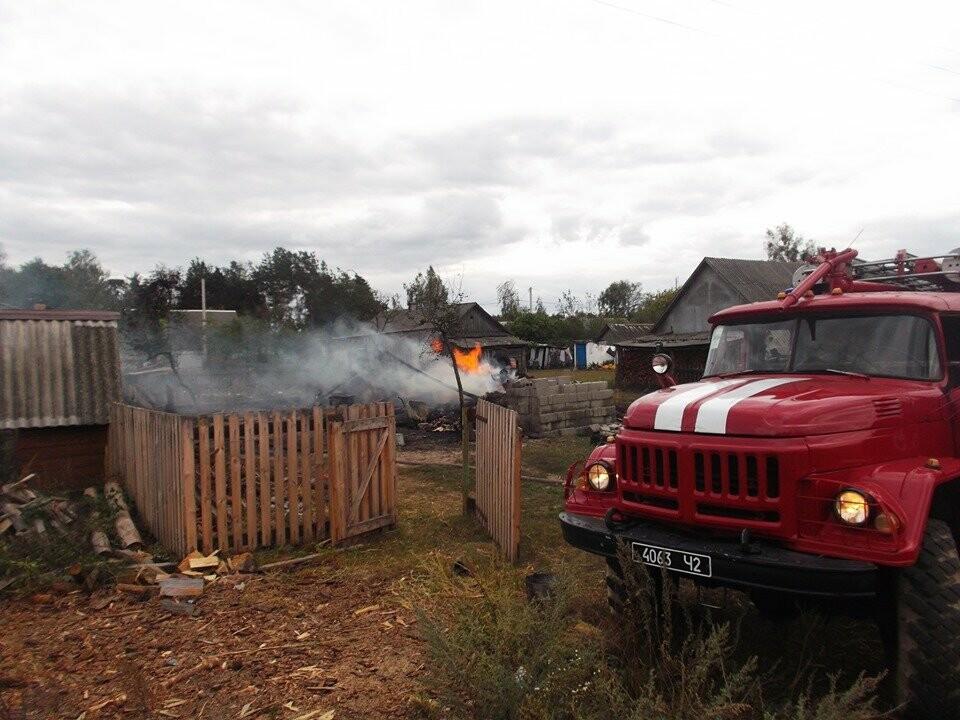 На Рівненщині палало господарство: згорів гараж і трактор (ФОТО), фото-3