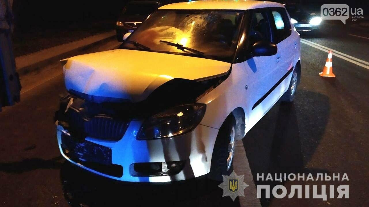 У Рівному водій легковика протаранив припарковану вантажівку (ФОТО), фото-2