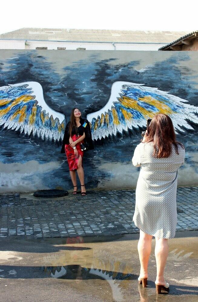 «Кожен із нас ангел своєї незалежності»: нова фотозона з'явилася у Здолбунові (ФОТО) , фото-2