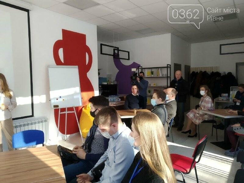 У Рівному безкоштовно навчать англійської мови у Гончаренко центр (ФОТО), фото-3