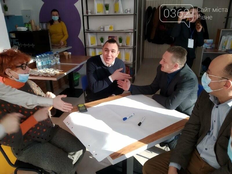 У Рівному безкоштовно навчать англійської мови у Гончаренко центр (ФОТО), фото-2