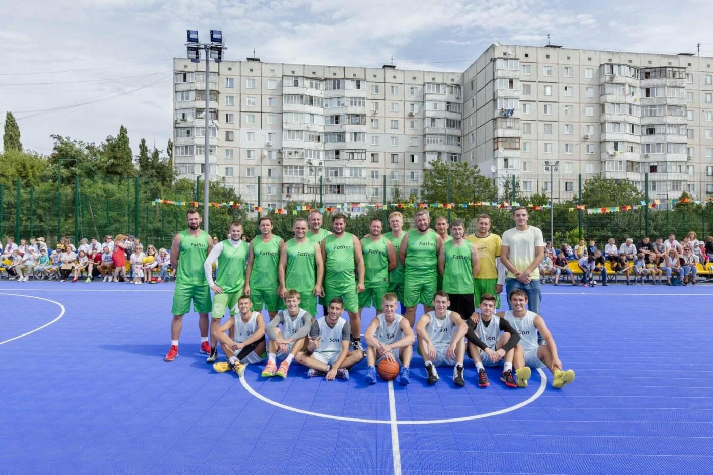 Благодійний Фонд «Рух молоді» розвиває спорт та допомагає будувати спортивні майданчики по всій Україні