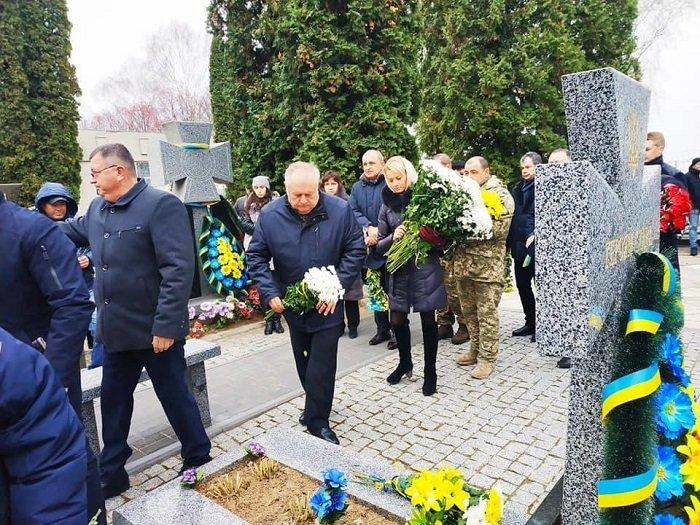 Очільники Рівного вшановували пам'ять героїв майдану та АТО, фото-1