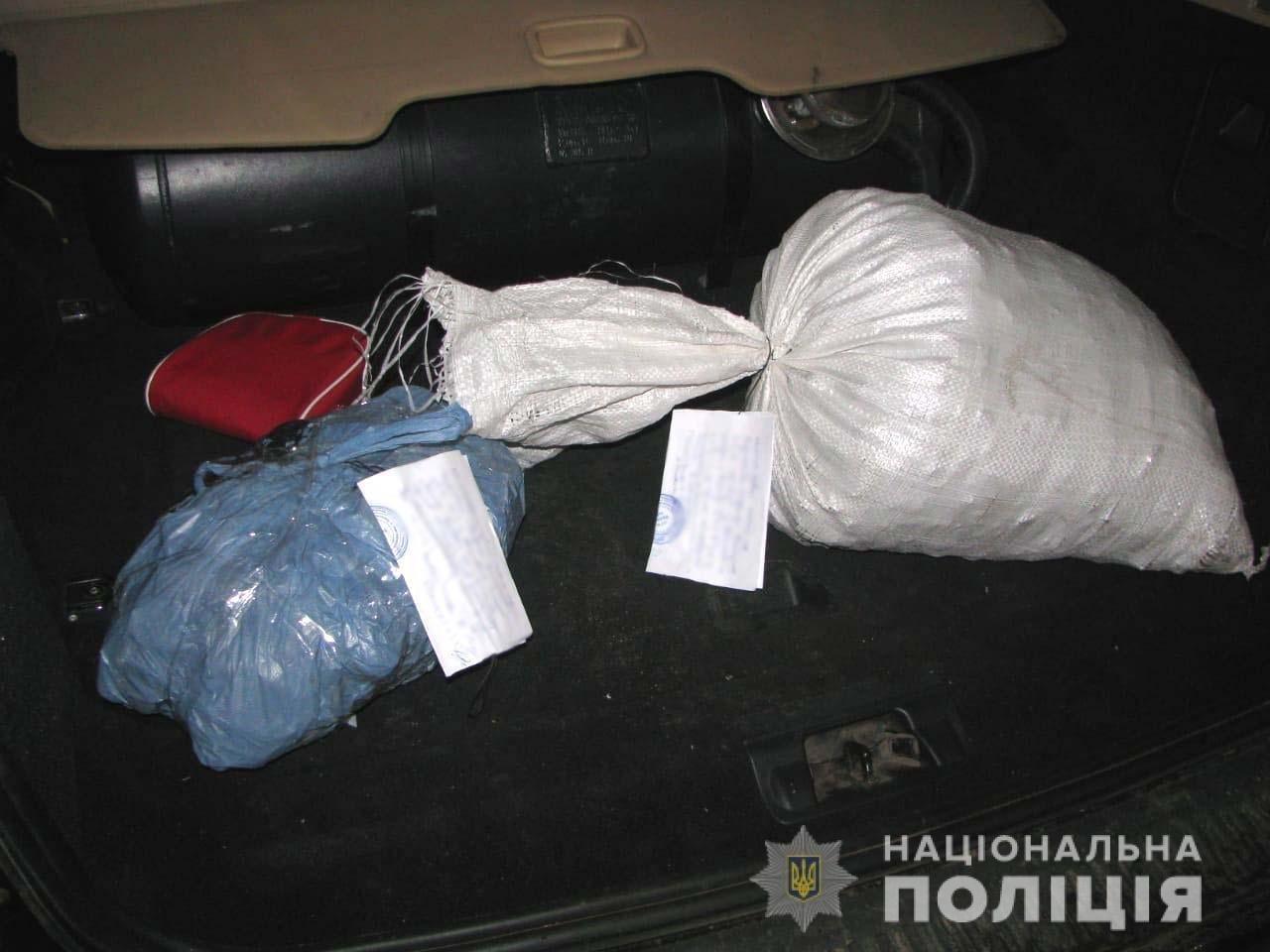У багажнику «Land Rover» знайдено 15 кілограмів бурштину, що належав молодому зарічненцю, фото-1