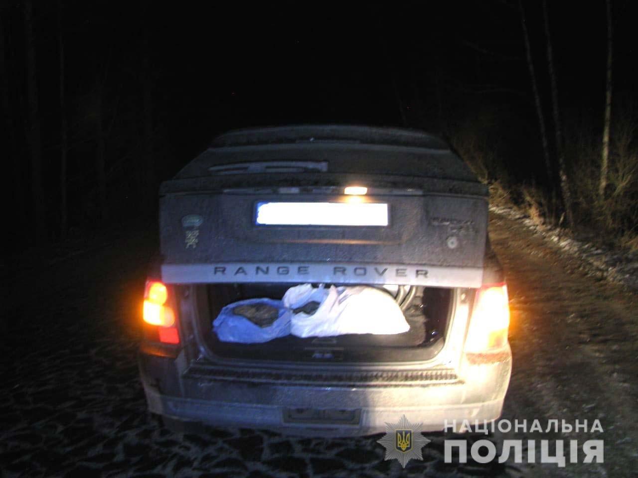 У багажнику «Land Rover» знайдено 15 кілограмів бурштину, що належав молодому зарічненцю, фото-2