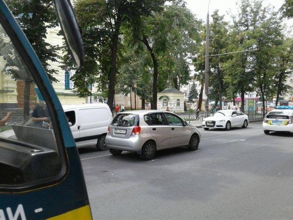 Неподалік місця ДТП у центрі Рівного не розминулись ще два автомобілі, фото-1