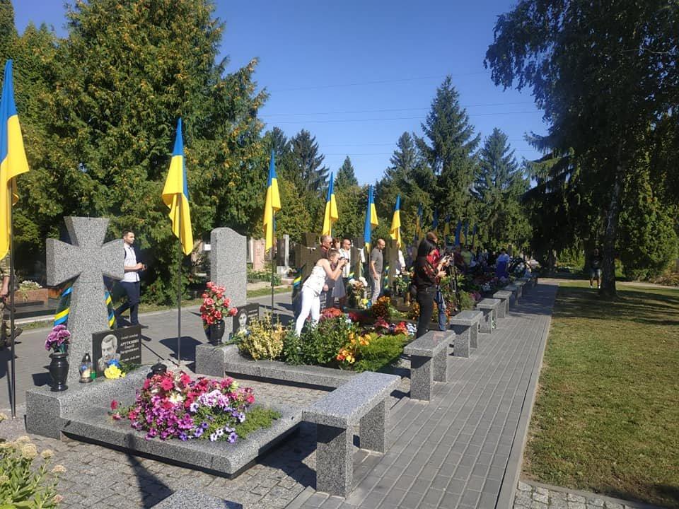 У Рівному чиновники та громадськість помолилися біля могил на Алеї героїв кладовища «Нове» (ФОТО)  , фото-3