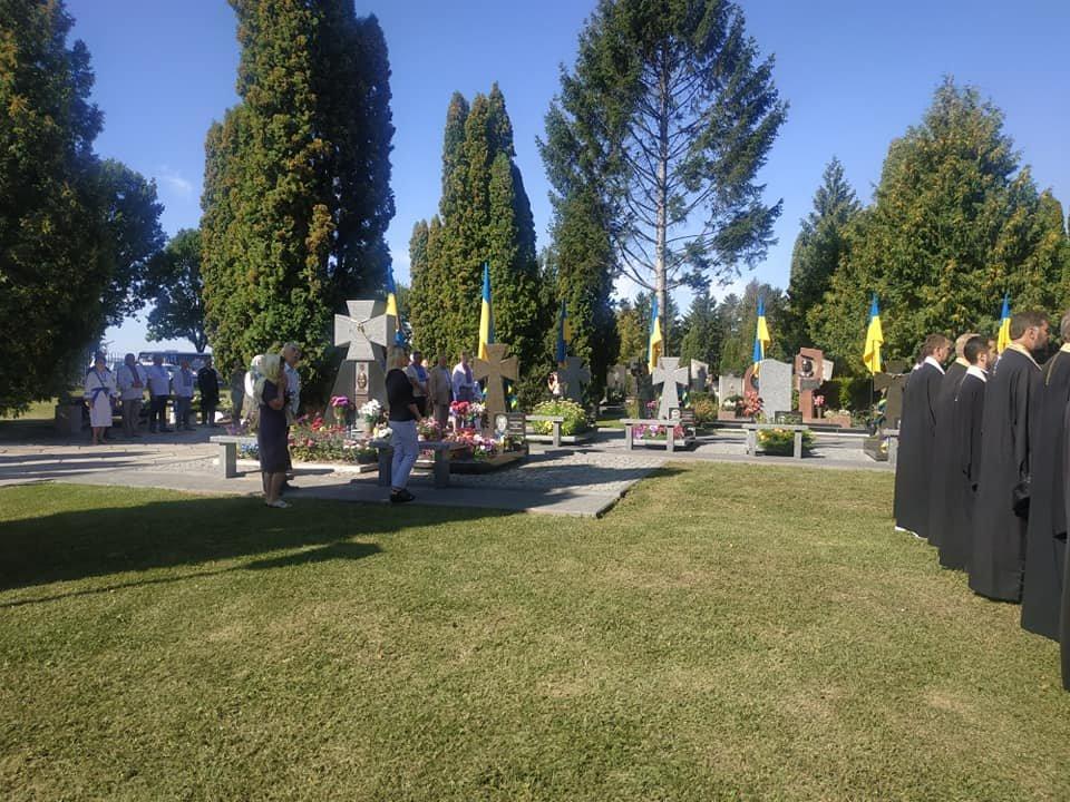 У Рівному чиновники та громадськість помолилися біля могил на Алеї героїв кладовища «Нове» (ФОТО)  , фото-1