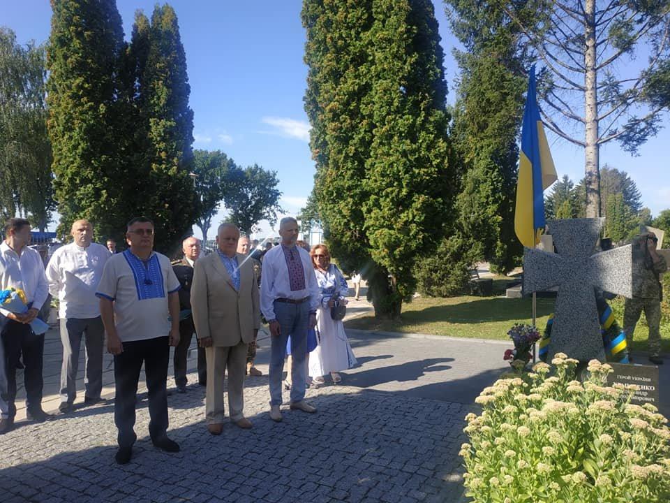 У Рівному чиновники та громадськість помолилися біля могил на Алеї героїв кладовища «Нове» (ФОТО)  , фото-5