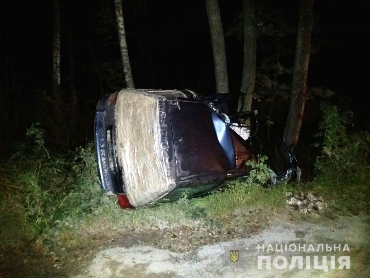 Авто розбите вщент, водій загинув: на Рівненщині Фольцваген врізався у дерево (ФОТО), фото-2
