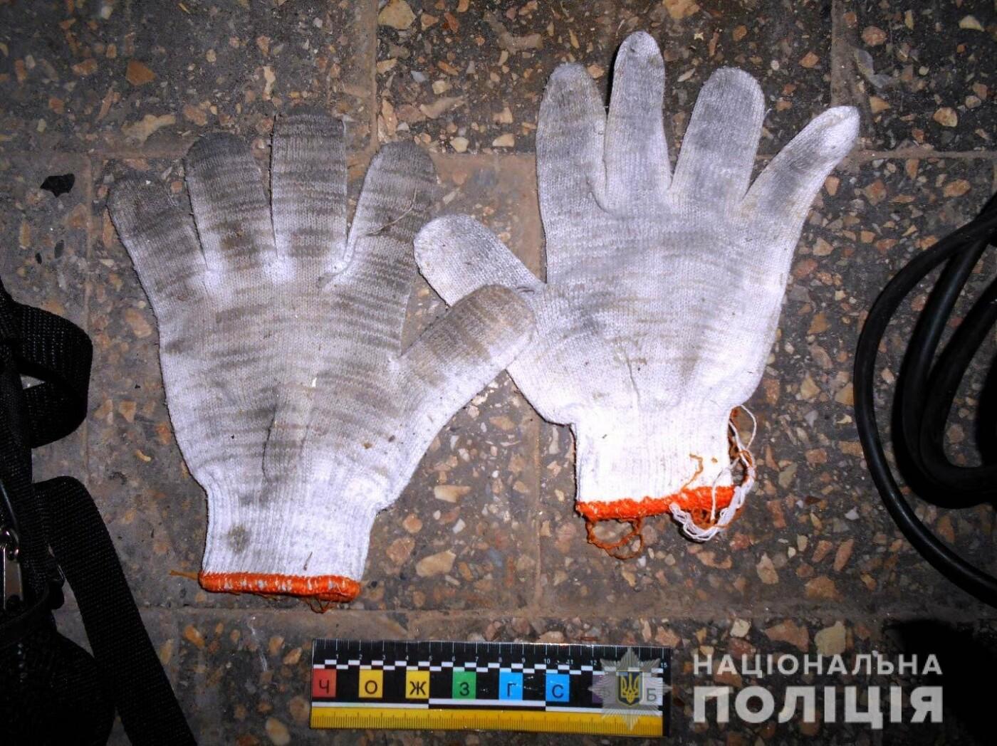 У Рівному чоловік обікрав взуттєву майстерню (ФОТО)  , фото-3