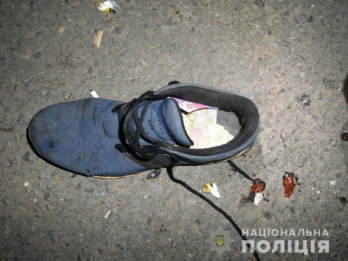 У Рівному чоловік обікрав взуттєву майстерню (ФОТО)  , фото-4