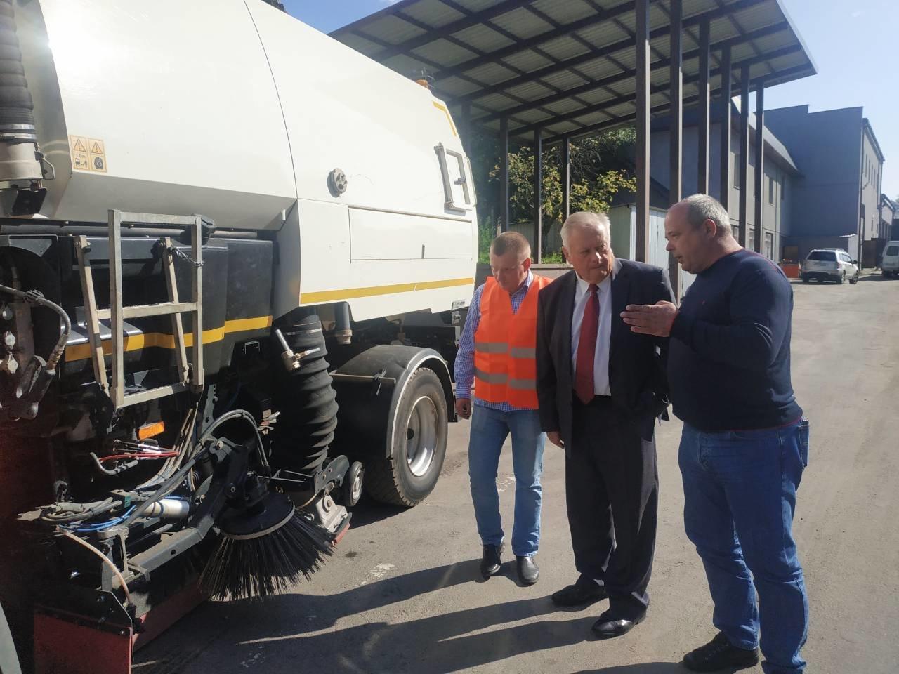 У Рівному придбали нову сміттєприбиральну техніку вартістю понад 5 млн грн (ФОТО), фото-1