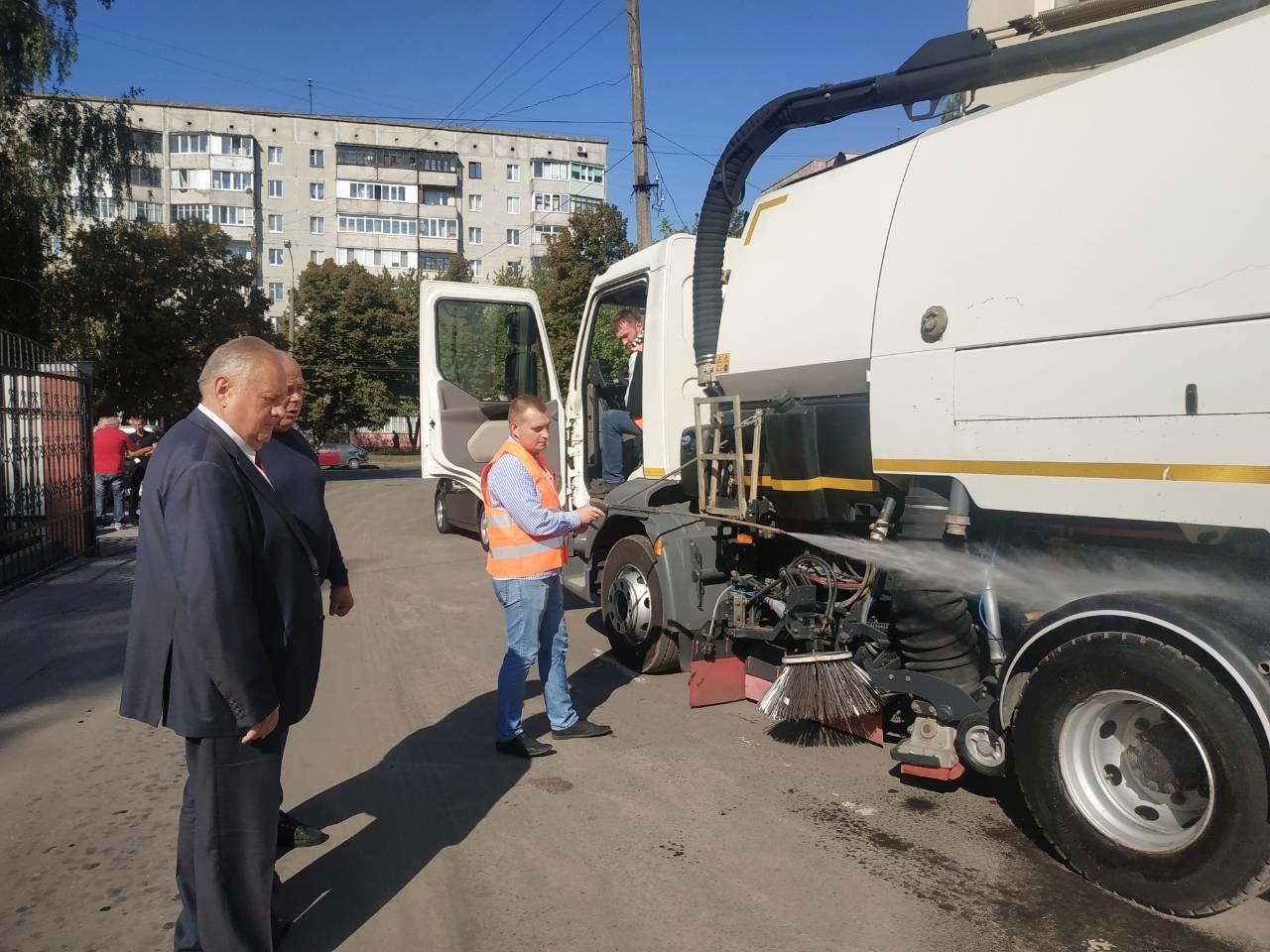 У Рівному придбали нову сміттєприбиральну техніку вартістю понад 5 млн грн (ФОТО), фото-2