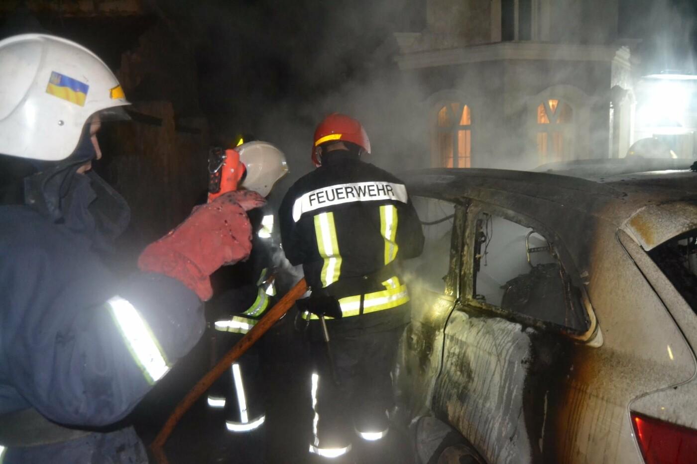 У Рівному згоріла елітна автівка (ФОТО) , фото-1